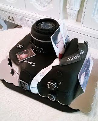 Purppurahelmen juhla- ja  fantasiakakut: Kameramiehelle syötävä kamera.