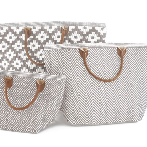 Fresh American | Fresh American Le Tote Fieldstone/White Tote Bag Moyen | Snappy style is in the bag! Our sweetly smart yet rough-and-tumble tote bags—made of durable polypropylene with leather handles—are an easy way to add pizazz to your favorite outfit. Available in three patterns and sizes.