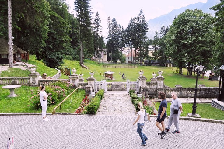 Art at the Castle   Chique Romania