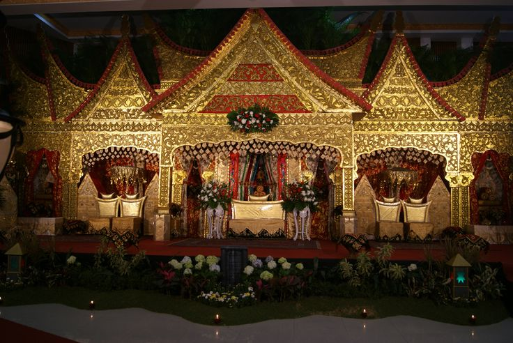 Pelaminan Minang Kabau, Sumatera Barat (Ibu Ani Z) #MinangKabau #TraditionalWedding #SumateraBarat Photo by: @Devi Fabiola Located : Bandung