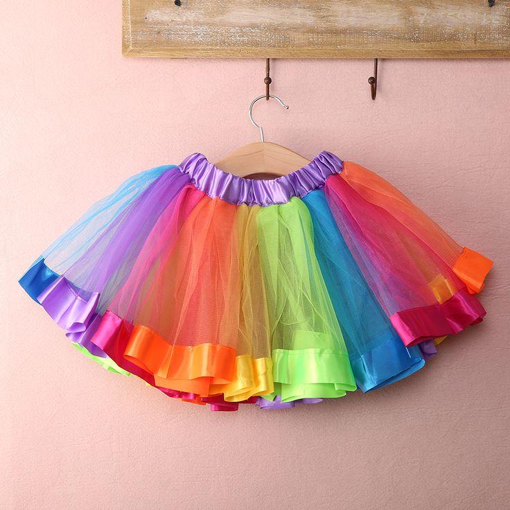 K3 Regenboog-rokjes. Voor meiden in 3 verschillende maten. Ze kosten 8,95.  https://www.bizonders.nl/a-46926368/rokjes-jurkjes/rokje-tutu-regenboog-k3/