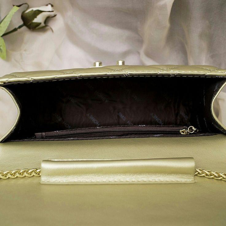 Yeay promo shadow bag di perpanjang loh... buat kamu cari tas yang simple shadow bag cocok untuk kamu pakai pergi ke mall maupun ke pesta loh  SHADOW BAG  HARGA 135.000  Detail :  P 21.5CM  T 17CM  L 8CM  tali Full rantai krom gold (tidak karat dan kuat ) ada 1 pocket di inside  matt : kulit sintetis berkualitas warna : Black, navy, gold dan red  Yuk jangan sampai keabisan yahh, stok udah menipis loh (moon grin)