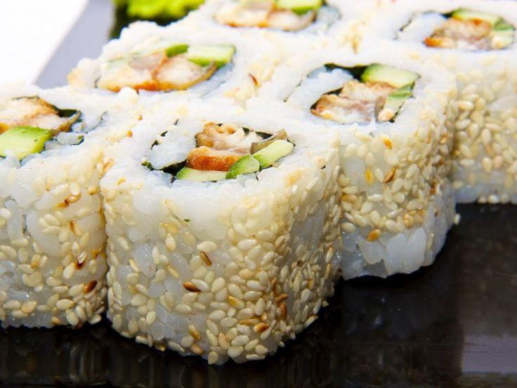 avocat, concombre, crabe, feuille de nori, sésame, riz rond, sucre en poudre, vinaigre de riz, sel, wasabi, sauce soja