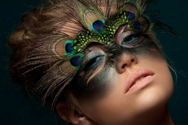 attraktive halloween schminken pfau maske