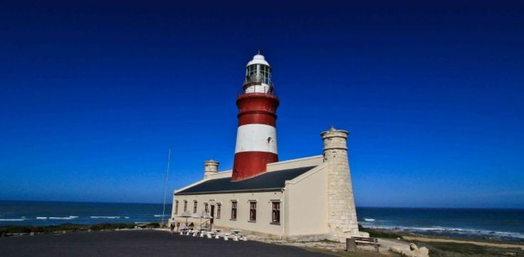 South African lighthouses DID YOU KNOW?  South Africa is 1 of a handful of countries where lighthouses are still manned.