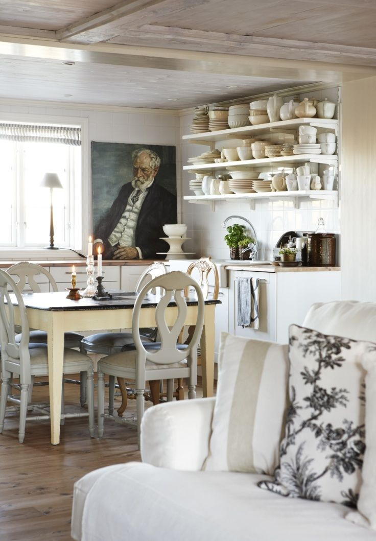 Country chic kitchen, open shelves