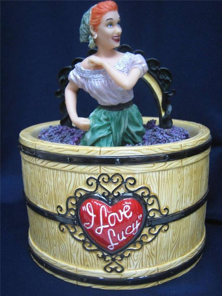 I LOVE LUCY UNIQUE VANDOR GRAPE STOMPING LIMITED EDITION CERAMIC COOKIE JAR MIB