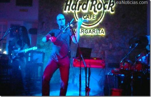Hard Rock Café de Margarita se maravilló con el Violín Eléctrico de Kolenda - http://www.leanoticias.com/2012/12/10/hard-rock-cafe-de-margarita-se-maravillo-con-el-violin-electrico-de-kolenda/