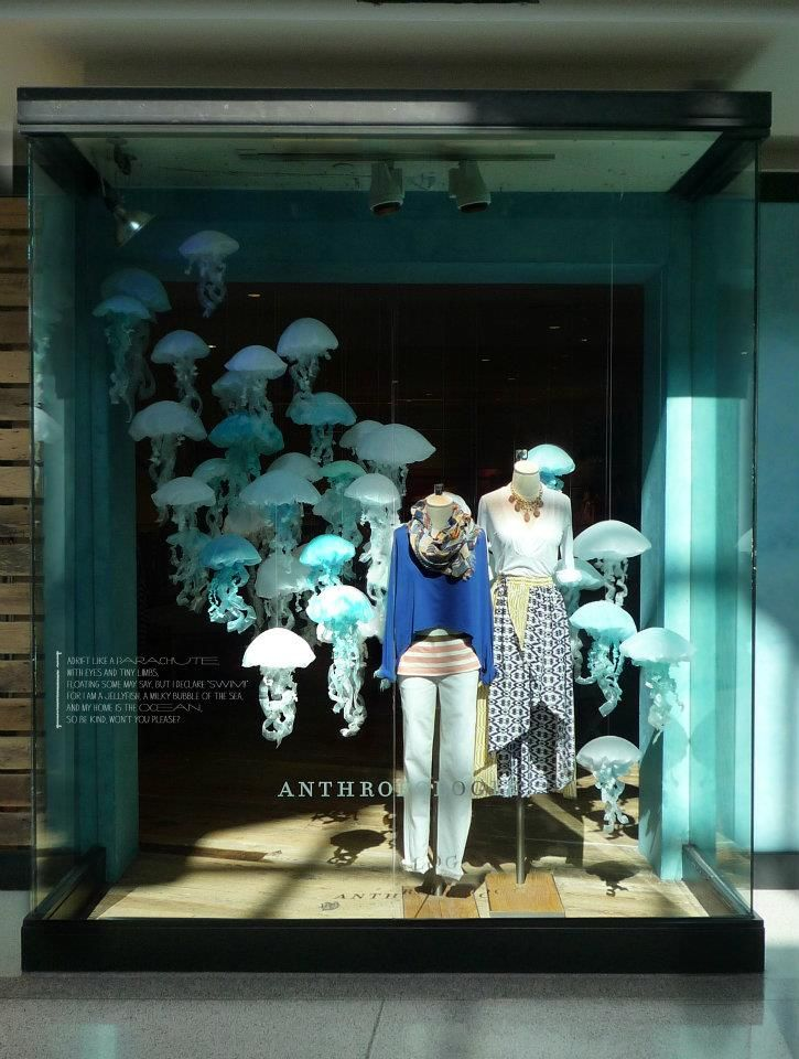 This is the Anthropologie's 2012 Earth Day Window. I can't believe merchandisers used cool mint coloured jellyfish form which is very creative. They allocated jellyfish left top to right bottom, it enhanced rhythm.