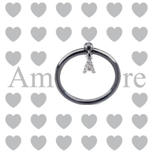 Le parole non sono mai abbastanza. Regalatele un anello della collezione Letterine e fate in modo che non si dimentichi mai del vostro amore. www.pepenerogioielli.com