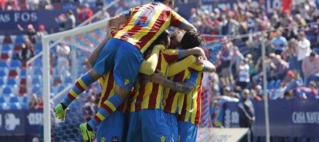 1-0: Un penalti da el triunfo al líder ante el Almería http://www.larazon.es/deportes/futbol/1-0-un-penalti-da-el-triunfo-al-lider-ante-el-almeria-LG14742339