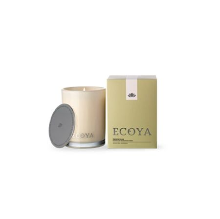 Ecoya Candle – French Pear. 400gm soy wax candle in madison jar  The essence of a crisp, tree-ripened pear is captured and blended with a hint of the creamiest vanilla. This sophisticated and rich combination is then infused with star anise for a scent akin to freshly baked apple crumble.