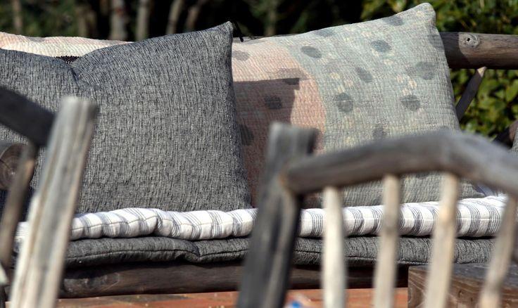 Coussin et sur-matelas en khadi de coton, coussin vintage kantha