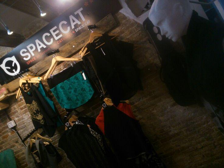 En el born, moda spacecat y espadrilles toni pons