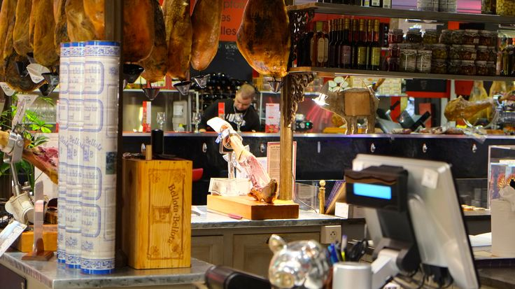 Les Halles de Lyon Paul Bocuse - the perfect spot for foodies. Click through for more details!