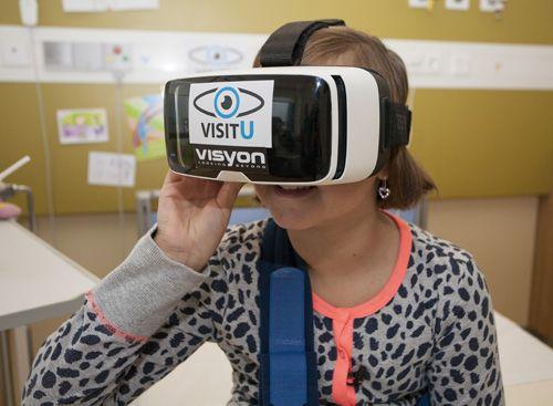 Maxima Medisch Centrum heeft van het programma Klein Geluk van Fonds NutsOhra een subsidie ontvangen om de techniek VisitU beschikbaar te maken voor patiëntjes van de kinderafdeling van het Vrouw Moeder Kind-centrum. VisitU is een mobiele, interactieve live geluid- en beeldverbinding tussen patiënten en hun dierbaren. Door een Virtual Reality bril beleeft de patiënt de thuissituatie als levensecht.