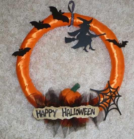 Handmade Halloween Wreaths | 22 Handmade Door Wreaths, Recycling Ideas for Eco Friendly Halloween ...