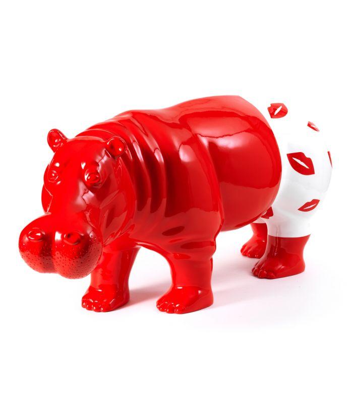 Statue Hippopotame Kiss - Sculpture Art Contemporain - 85 x 39 x 30 cm Description du modèle :Hippopotame debout longueur 85 cm, couleur rouge avec caleçon Kiss peint àla main, verni et laquéCaractéristiques :Référence du modèle : ART084Marque : AnimartdecoDimensions : 85 x 39 x 30 cm (Longueur x hauteur x largeur)Poids : 8,10 Kg