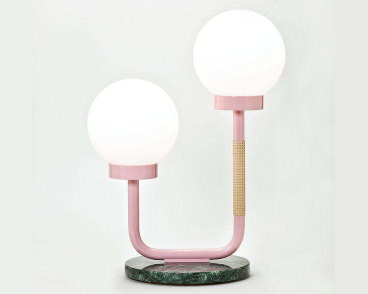 Sublime lampe de table rose et socle en marbre vert, présentée à la foire de Milan en 2014.