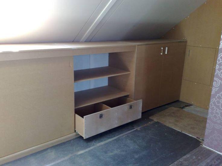 ... op zolder voor knieschot en aftimmering - kasten onder schuin dak