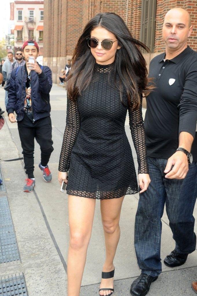 Selena-Gomez-in-Short-Dress-z100-studios-nyc-1