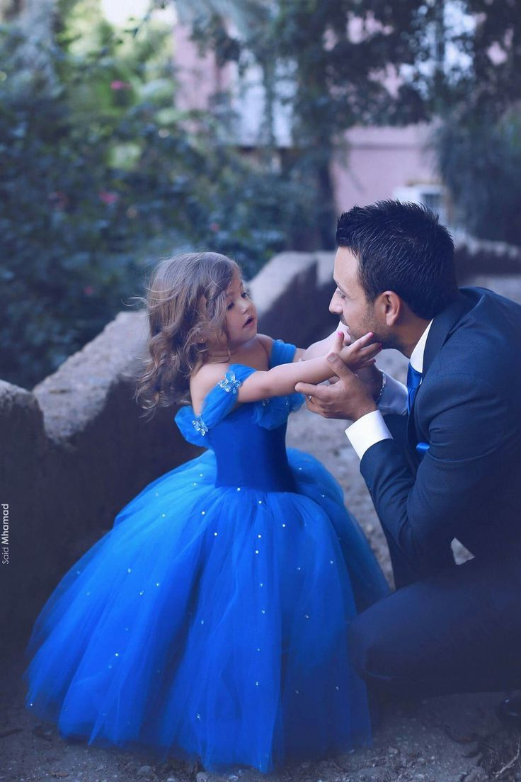 Beautiful picture of father and his little daughter dresses as Cinderela. Love Photography Blue dress Princess Fashion Goals In Love