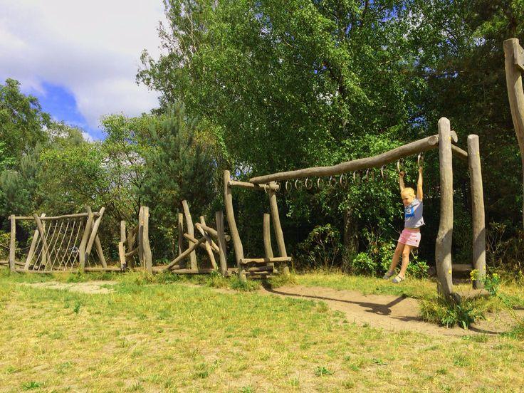 De coole speeltuin Heidezicht in Bussummet een tokkelbaan, houten hutten en nog veel meer! #hutten #speeltuin #kinderen
