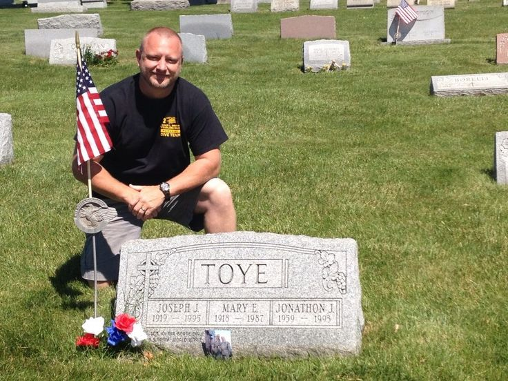 Joe Toye grave site | Easy Company 506 PIR | Pinterest
