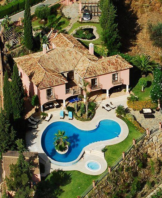 Spain, Marbella, 14 pax http://pearlconcierge.pl/property/hiszpania-marbella-14-osob-2/
