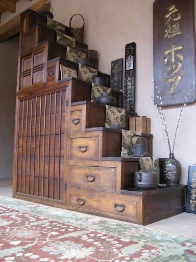 A kaidan step chest - 江戸時代の町家の階段兼箪笥ですねこれ。