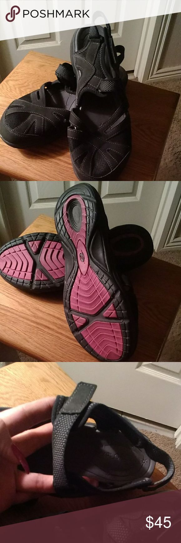 LAST PRICE DROP Easy spirit flats EUC....wore one time so cute has double straps with velcro closure the toe is mesh very comfortable just not a flat kind of girl Easy Spirit Shoes Flats & Loafers