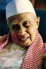 Riwayat Singkat KH. A Shohibulwafa Tajul Arifin (Abah Anom) | Dokumen Pemuda TQN Suryalaya News