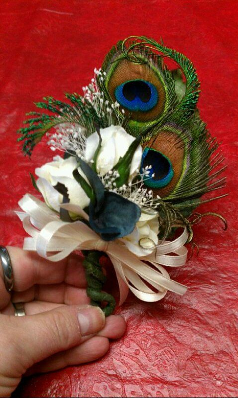 babys breath with  peacock feathers  arrangement | Mother of the Bride Peacock Corsage by SomethingHeavenly on Etsy