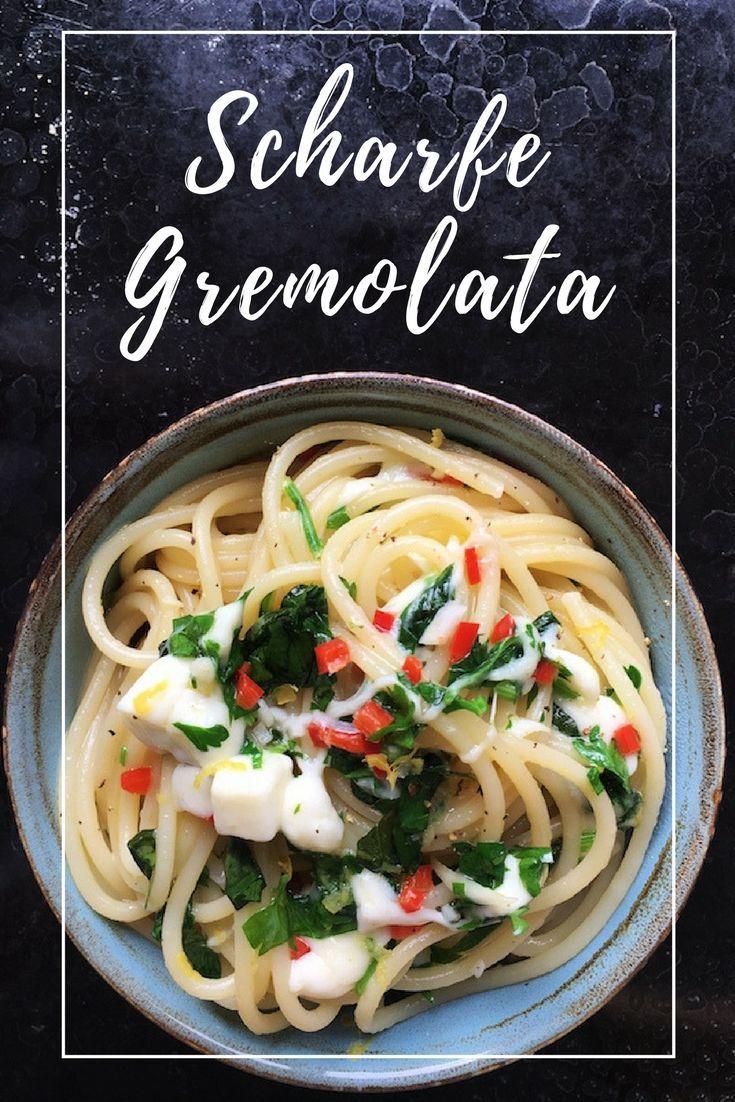 Sommer auf dem Teller: Spaghetti mit scharfer Gremolata und Mozzarella, leckere Kräutermischung aus Petersilie, Basilikum, Knoblauch, Olivenöl und Zitronenzesten. Feines, vegetarisches Nudelrezept, schnell und einfach zu kochen, 30 Minuten Rezept.