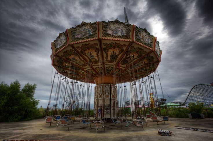These Pictures of Abandoned Theme Parks Will Make the Child Inside You Cry: Jazzland Six Flags' Future - It was home to Cajun-themed attractions like the Muskrat Scrambler, which eerily still stands. New Orleans is considering to redevelop it, but what do you think? Is it more interesting as is?