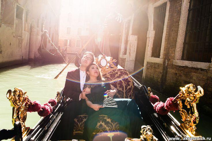 прогулка по Венеции на гондоле стоит 80 евро за 30 минут