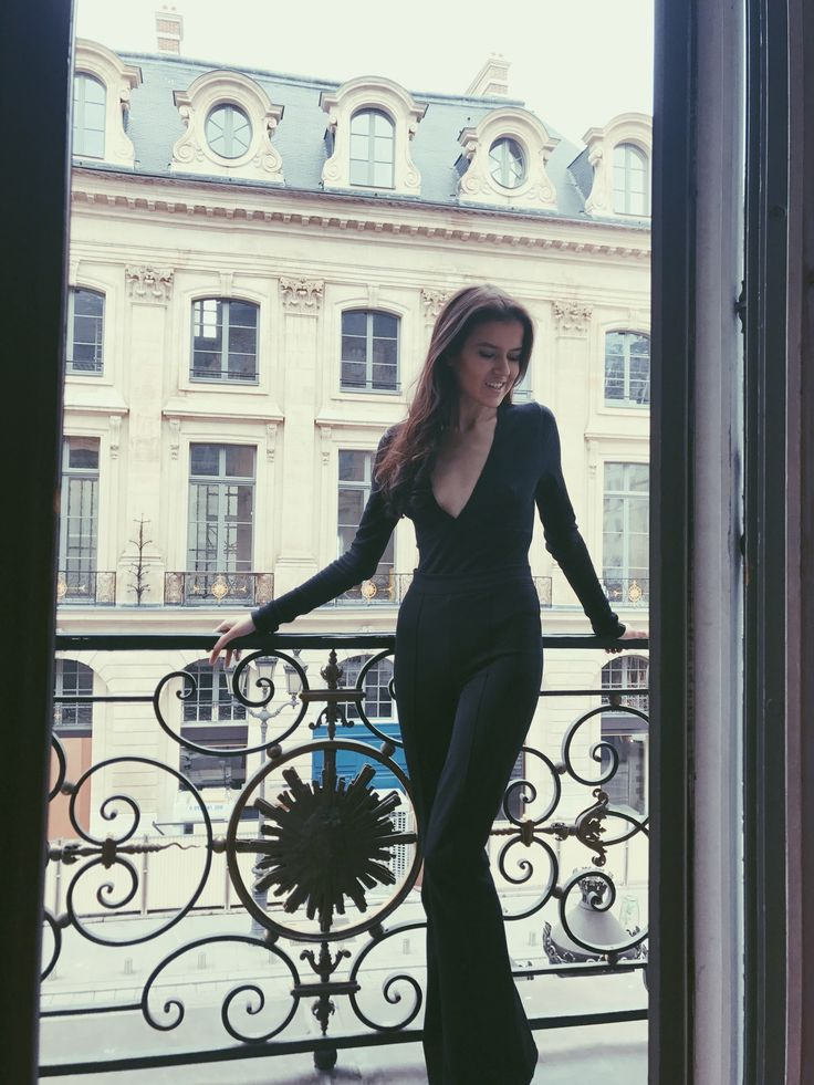 Parisian balcony. Outfit in Paris. http://mariannelle.com