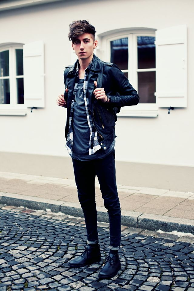 Desert Boots Black Leather Jacket Shirt Bag Streetstyle
