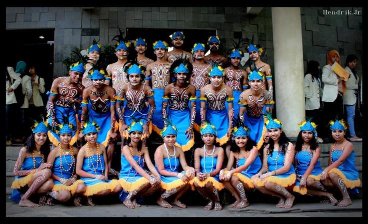 Papua Dancer