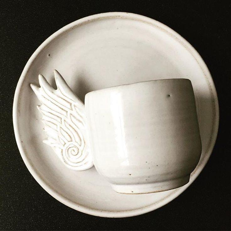Mała czarna w białej ceramice... white ceramic cup for a back coffee #moodmoments #blackandwhite #white #black #coffee #kawa #filizanka #cup #ceramic #ceramicart #product #productdesign #ceramika #handmade #rekodzielo #homedecor #dom #homeinspiration #home