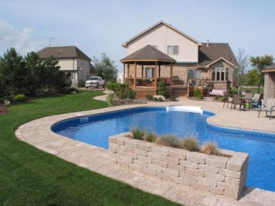 Landscaping is easy get ideas and designs over 7000 for Simple pool landscaping ideas