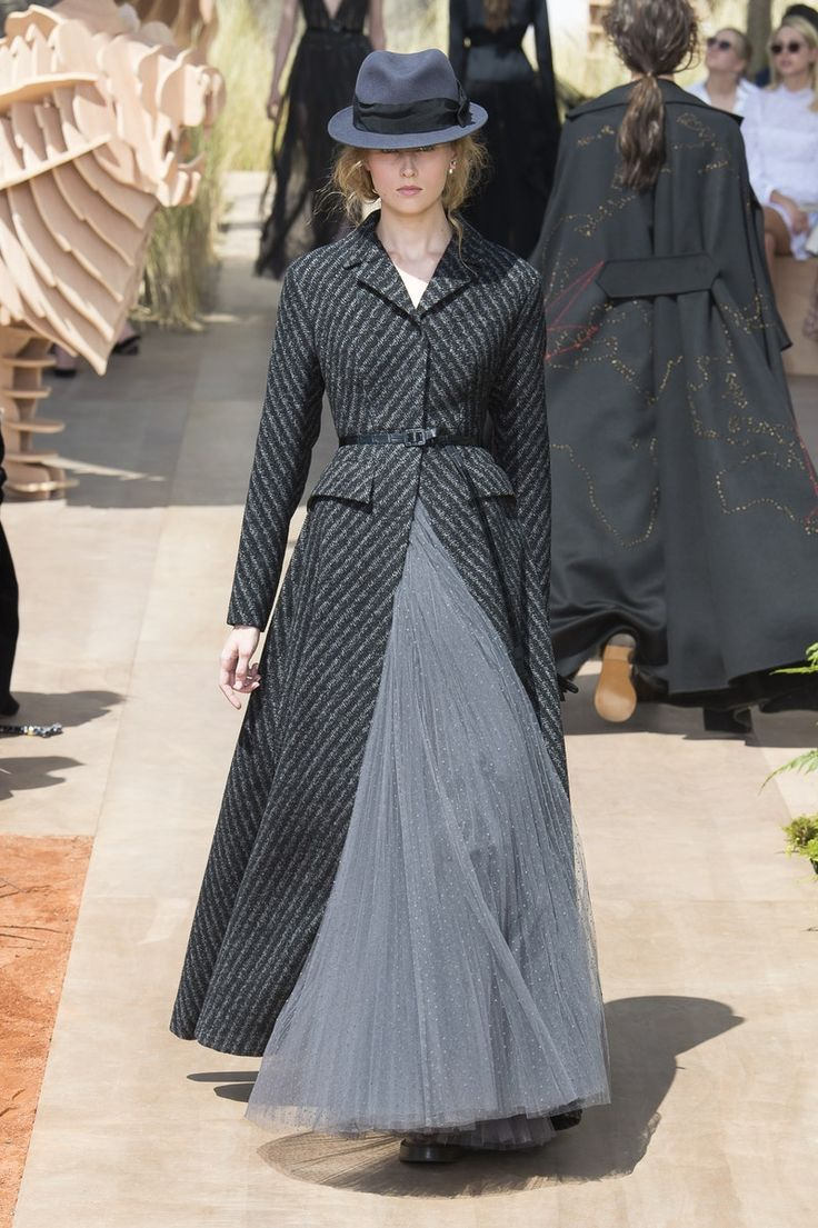 Me: very NV. The op: Christian Dior | Haute Couture - Autumn 2017 | Look 32