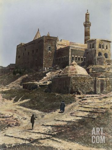 """Huaida on Twitter: """"prophet Yona/Jonah tomb was built on the ruins of Assyrian king Sennachrib. it says before it became a mosque prophet Jonah was a monastery"""""""