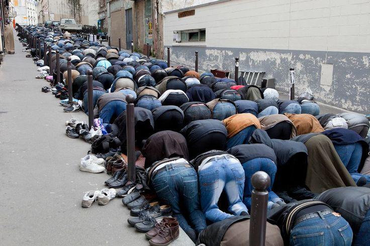 Martin Parr - Paris. The Goutte d'Or. Prayers in the street. 2011.