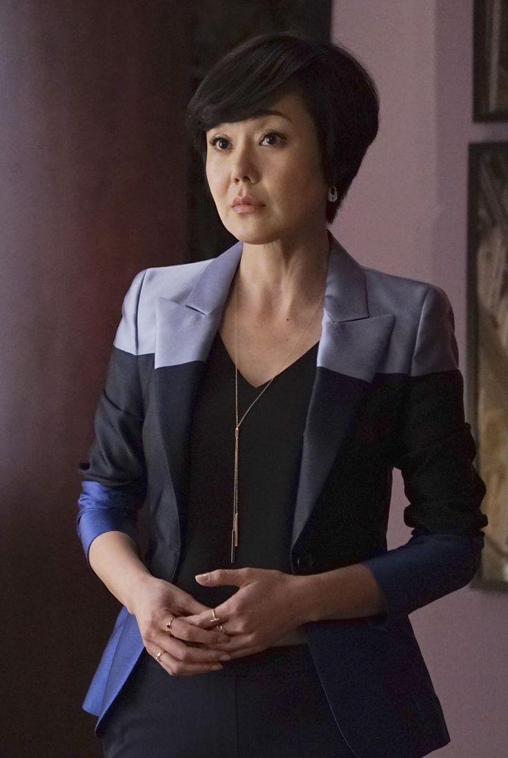 Karen Kim (Yunjin Kim) wears Escada blue colorblock one button jacket in episode of Mistresses.