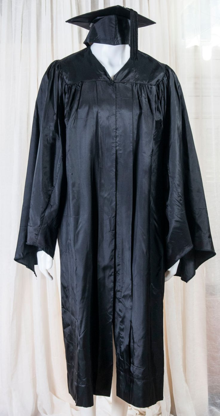 """Graduation cap and gown. 6'1"""" 6'2"""" 7 1/8 cap size. 1980's. Halloween, judge, by…"""