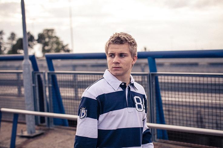 Nuori hyökkääjä Juuso Ikonen on kunnostautunut kentän ulkopuolella myös Bluesin fanituotteiden mallina.