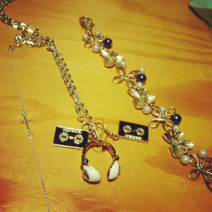 Blandade smycken. Lite köpt, lite omgjort. #diy #smycken Det blå är #smycken4u #urochpenn  https://www.facebook.com/Smycken4u?fref=ts