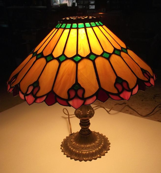 Attractive Stained Glass Art Nouveau Lamp
