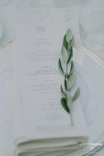 Anita and Luke's amazing wedding in Tuscany: a small olive branch to decorate the napkin.